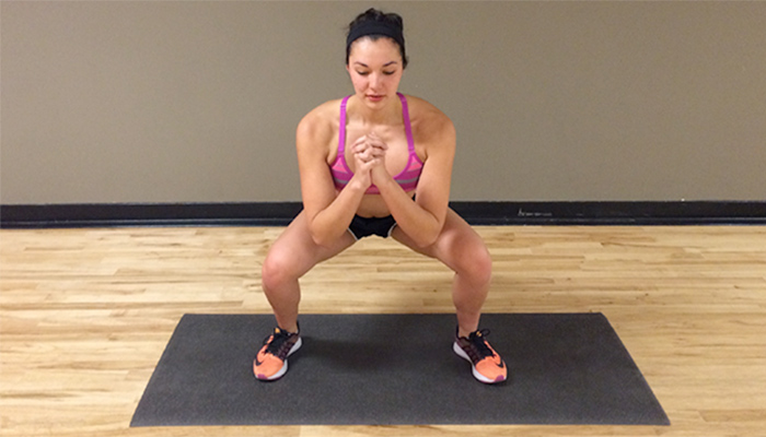 Simple-Body-Weight-Workout-squat-pulse