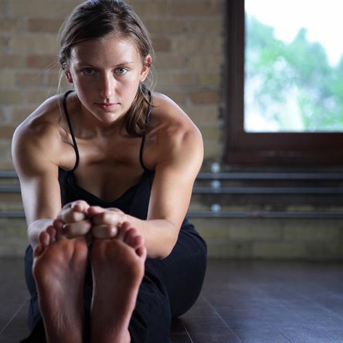 Ways-Hot-Yoga-Makes-You-Stronger-2