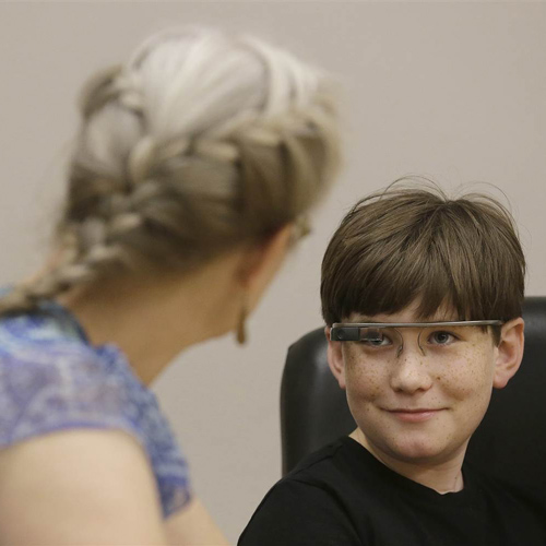 Google-Glass-Is-Developing-a-Way-to-Help-Autistic-Kids-Socialize-2