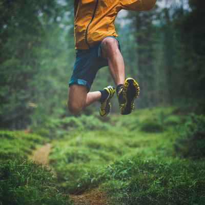 trail-running-jump